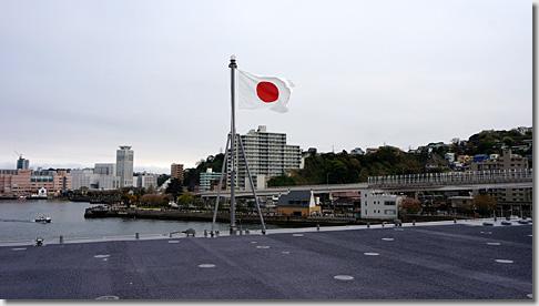 ヘリ搭載護衛艦「いずも」 日章旗
